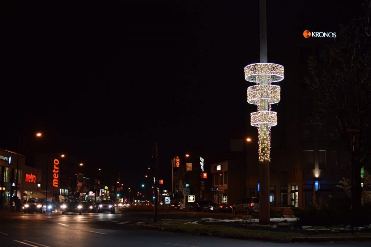 cylindre lumineux dans la rue